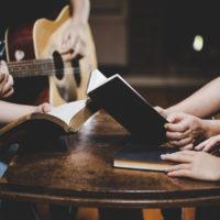 Nettoyage énergétique avec des chants dévotionnels?