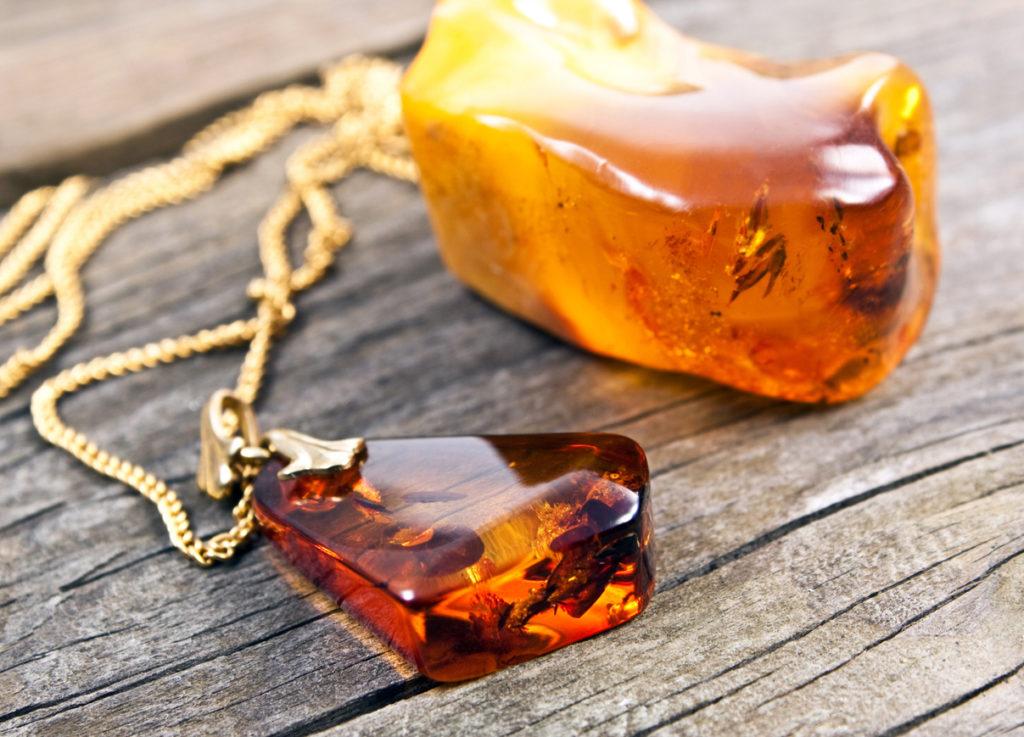 Nettoyage énergétique de l'ambre décharger l'énergie accumulée
