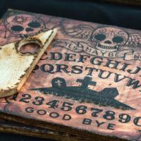 Ouija: comment communiquer avec les esprits?